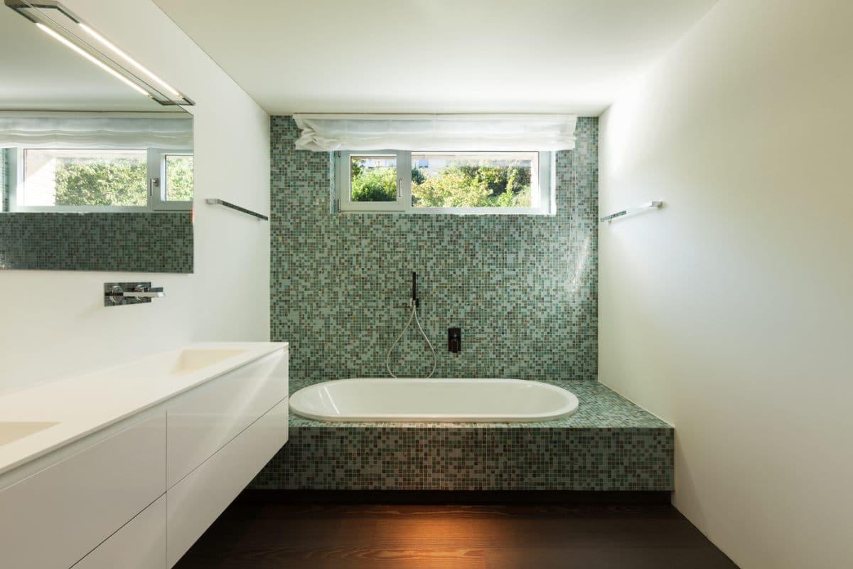 plafond tendu dans salle de bain