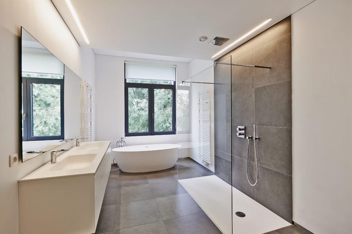Plafond tendu dans la salle de bain : Possibilités, pose et ...